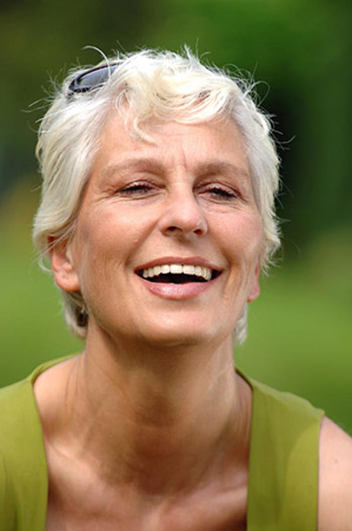 Parodontose (Parodontitis) Behandlung bei Ihrer Zahnarzt-Praxis Dr. Schröder in Stuttgart. Leiden Sie unter Zahnfleischbluten und Entzündungen? Mit einer Parodontaltherapie kann eine kann Parodontitis erfolgreich behandelt werden.