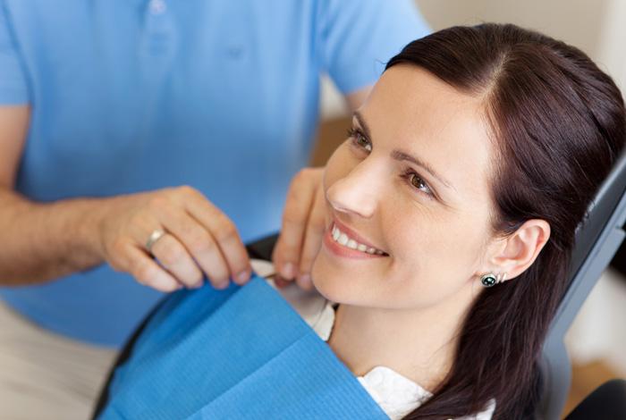 Leistungen der Zahnarzt-Praxis Dr. Schröder in Stuttgart, Ihr zertifiziertes PerioPrevention® Center in unmittelbarer Nähe des Stuttgarter Hauptbahnhofs. Erleben Sie Zahnmedizin auf höchstem Niveau.