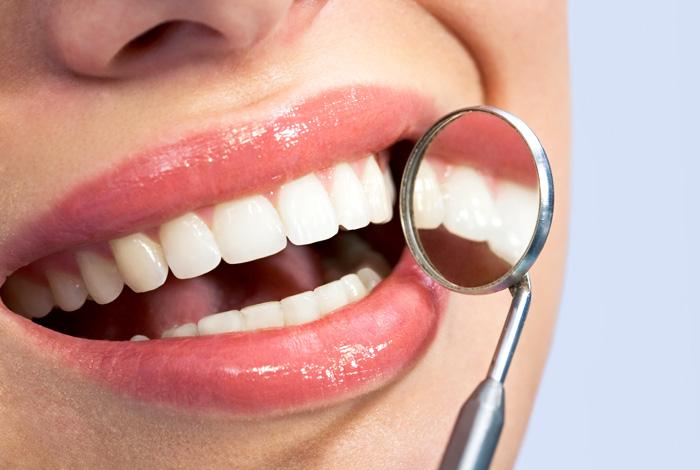 Wurzelbehandlung bei Ihrem Zahnarzt in Stuttgart. Ihre Zahnarztpraxis Dr. Schröder verfügt über langjährige und umfangreiche Erfahrungen in Wurzelkanalbehandlungen (Endodontie).
