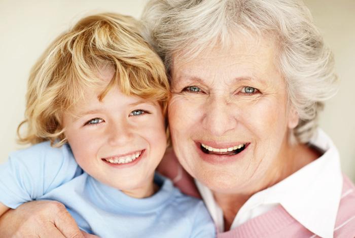 Ein Zahnimplantat fürs Leben bei Ihrem Zahnarzt Dr. Schröder, Ihrem zertifizierten PerioPrevention® Center Stuttgart. Mit einem Zahnimplantat haben Sie sich für die hochwertigste Variante des Zahnersatzes entschieden. Ihr Zahnimplantat benötigt jedoch dauerhafte Aufmerksamkeit. Wie unsere eigenen Zähne sind Zahnimplantate durch Gewebeabbau gefährdet, wenn das Immunsystem nicht mehr in der Lage ist, eine andauernde Belastung zu kompensieren. Aus diesem Grund legen wir besonderen Wert auf die Früherkennung von versteckten oralen Entzündungen, welche eine Parodontitis verursachen können. Unser Wunsch ist, Ihr Zahnimplantate, ebenso wie Ihre natürlichen Zähne durch präventive Maßnahmen bestmöglich schützen. Damit Sie sich jeden Tag über diese Entscheidung und lebenslang über ein festsitzendes Zahnimplantat freuen können.