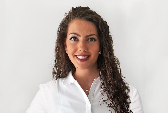 Mitarbeiter der Zahnarztpraxis Dr. Schröder & Partner - Kompetenz-Zentrum für moderne Zahnmedizin in Stuttgart. Ihr Zahnarzt in der Stuttgarter Innenstadt für Zahnerhaltung, Zahnersatz & ästhetische Zahnheilkunde.